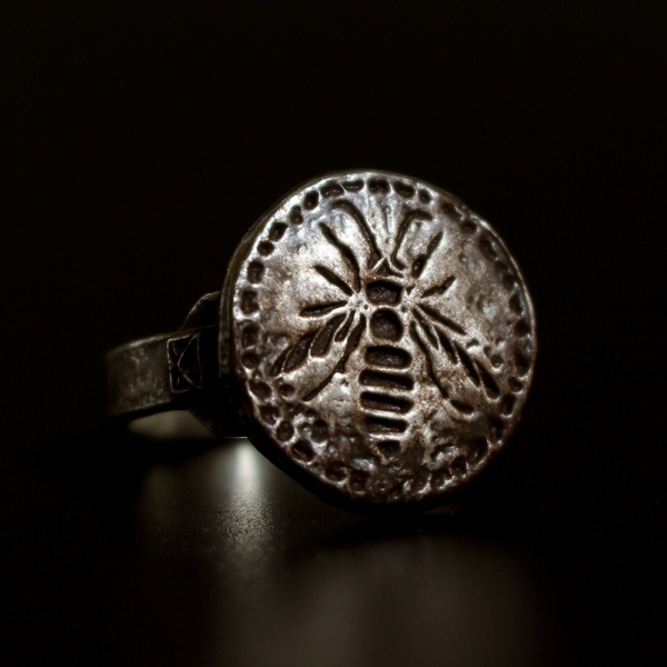 RINGS COLLECTION: HORNET RING